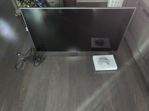 """Lg 55"""" smart tv and Xbox one S with a controller for Sale in Denver, CO"""