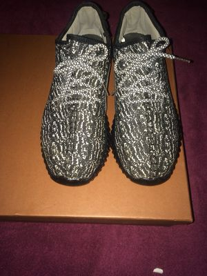 Pair of black-white yezzy boost 350 size 9 for Sale in Fort Washington, MD