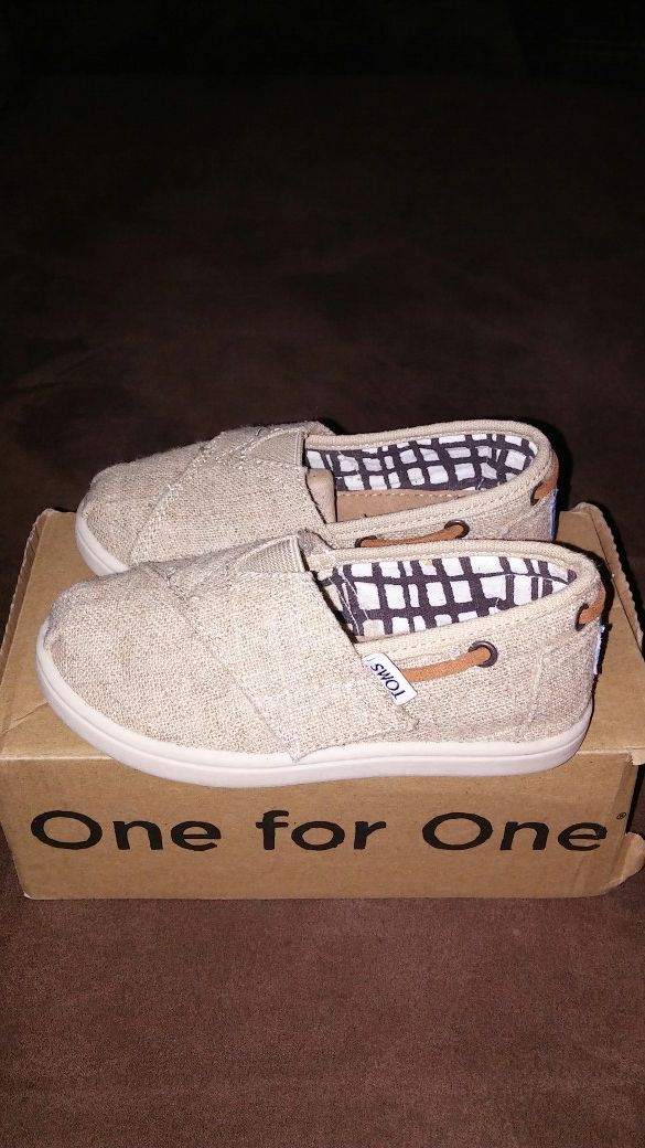 f6c933a2f0e TOMS size 8 toddler for Sale in Chino