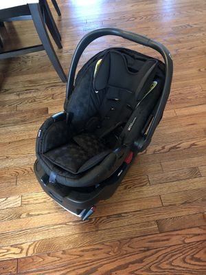 Britax B-Safe 35 Car Seat with Base for Sale in Rockville, MD