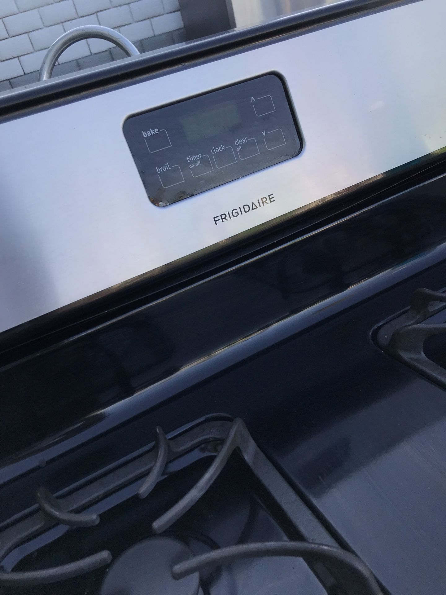 FRIGIDAIRE 4 BURNER GAS STOVE