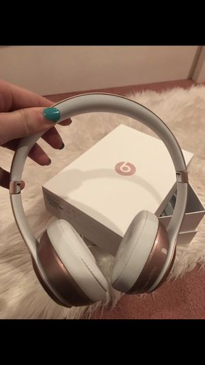 Solo 2 Wireless Rose Gold Beats Headphones for Sale in Wyckoff, NJ