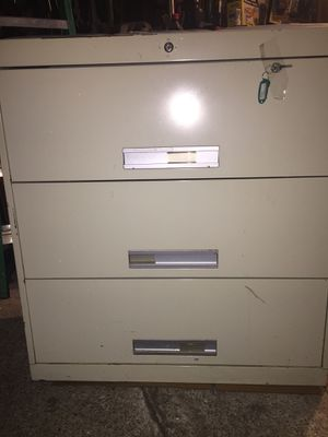 Sandusky 3 drawer filing cabinets 135 lbs H40xW36xD19 free perfect condition for Sale in Arlington, VA