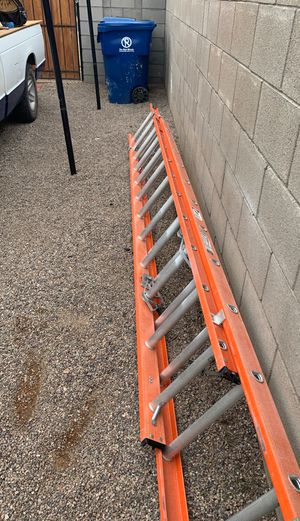 Photo 24' foot long 48'fully extended Ladder