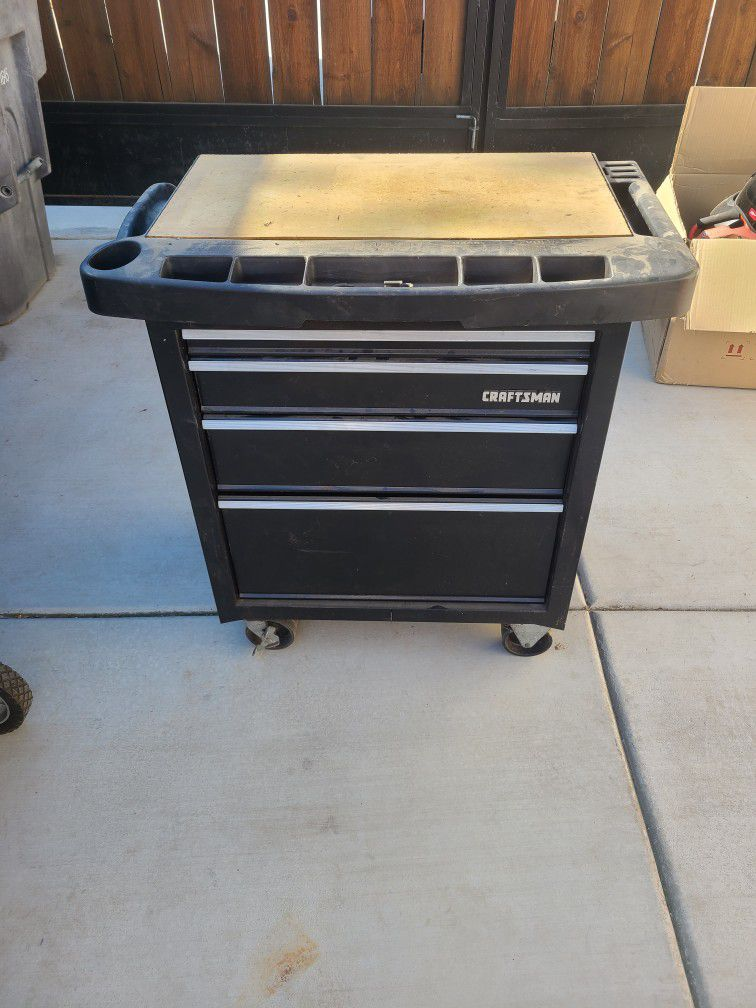 Craftsman Roll Around Tool Box With Tools