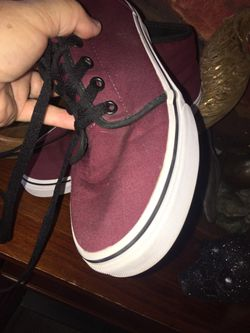 Vans of the wall cool burgundy semi new shoes in perfect clean condition size men's 6 women's 8 Thumbnail