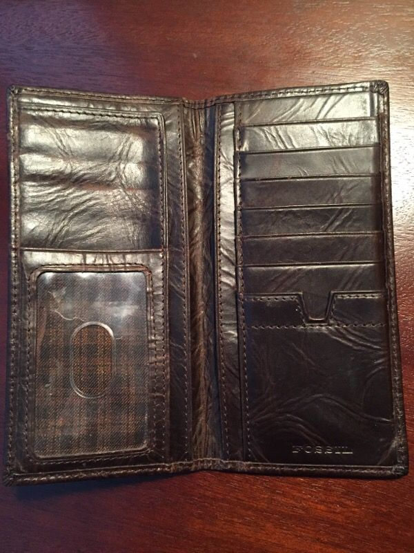 e883bb1c6074 Fossil Tall Bi-fold Leather Wallet for Sale in Saint Louis