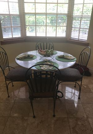 Round table with 4 chairs for Sale in Miami, FL