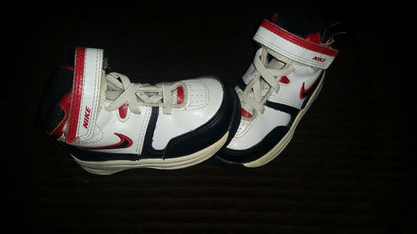 Nike Team Hustle D4 Shoes Size 6C for Sale in Independence fc8d275129c3a