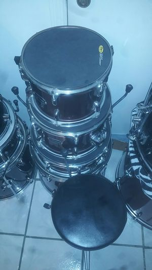 DOS Drums set (((( dos)))) good condition. Relatively new. Well taken care of. for Sale in Kissimmee, FL