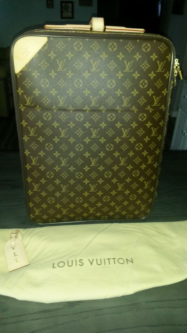 d770fdebeb97 Louis Vuitton Pegase 55 suitcase for Sale in Everett