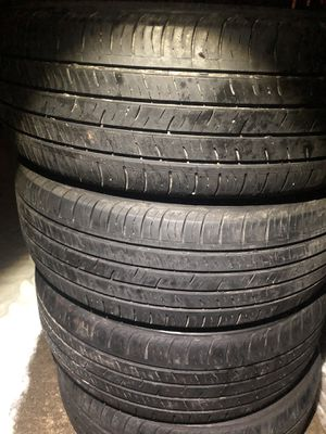 4 good use tires kumho 215/55/17 for Sale in Herndon, VA