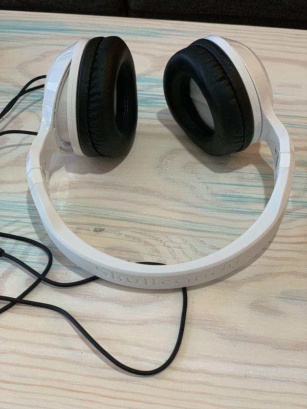 258781edbbe Skullcandy Hesh 2 Wired Headphones (White) for Sale in Tampa, FL ...