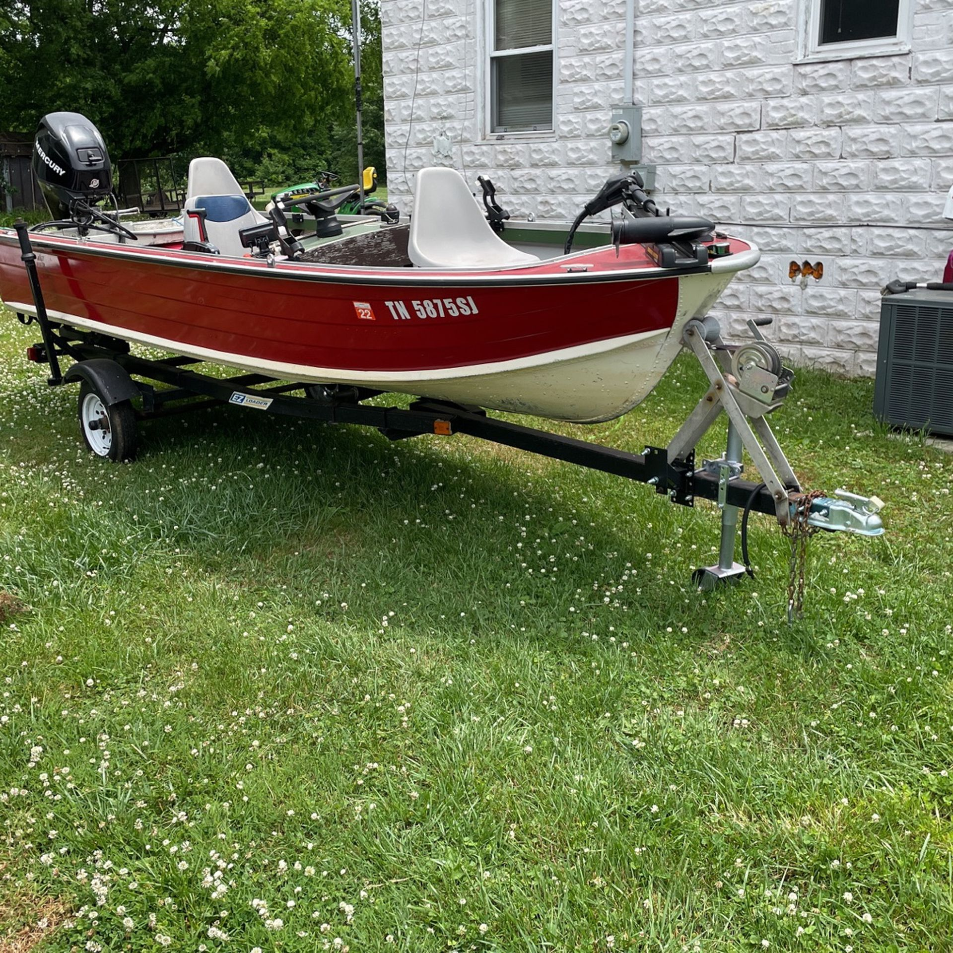 Photo 1977 Starcraft Boat 16ft With 2010 Mercury Four stroke 30hp Motor