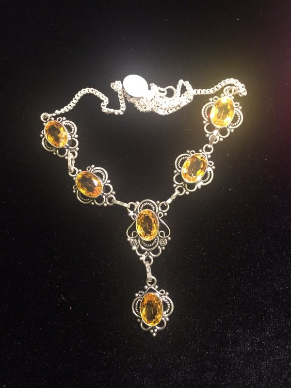 EYE POPPING CITRINE DÉCOLLETAGE NECKLACE!