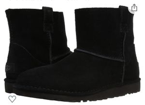 Photo Brand new uggs size 6