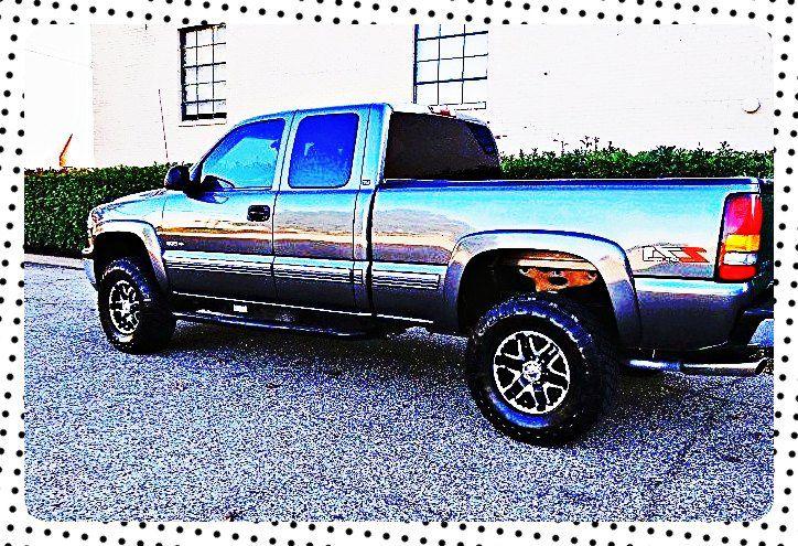 ֆ12OO 4WD Chevrolet SIlverado 4WD