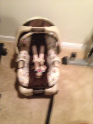 Graco Car seat with base 4 to 30 lbs for Sale in Fort Washington, MD