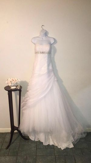 Brand new David's bridal wedding dress for Sale in Austin, TX