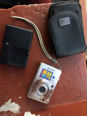 Sony cybershot camera for Sale in St. Louis, MO