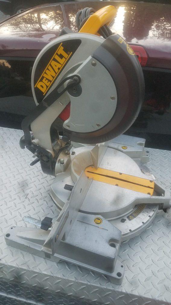 Dewalt single bevel miter saw chop saw for sale in for Clyde revord motors everett wa 98203