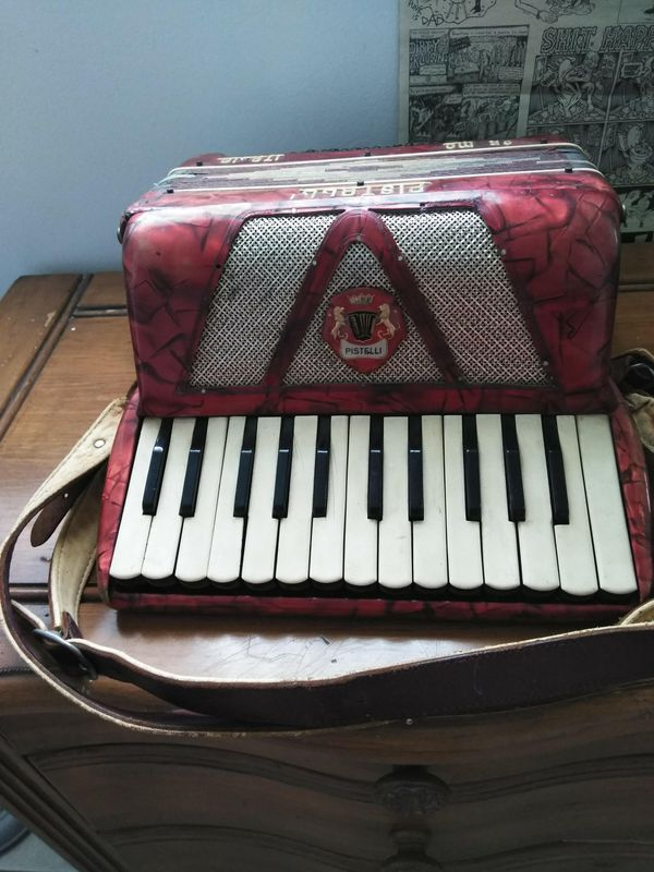 Vintage Pistelli Italian Accordion for Sale in Miami Lakes, FL - OfferUp