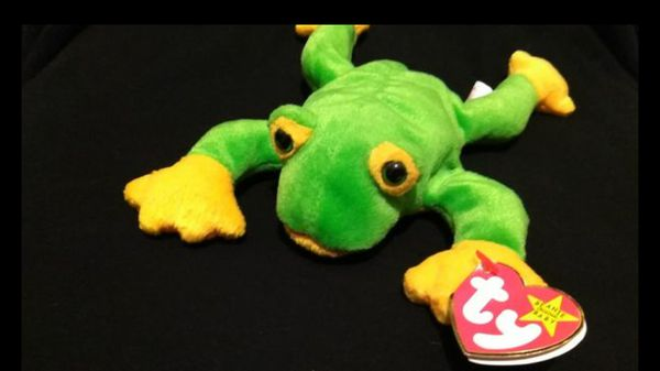 9fe726944da Mint Condition Retired 1997 Ty Beanie Babies Smoochy The Frog With Swing  Tag Errors