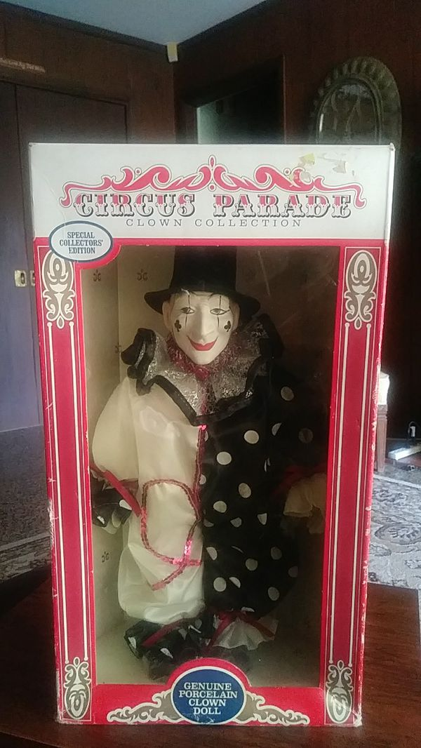 Circus Parade Clown Collection 1990 for Sale in Memphis, TN - OfferUp