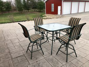 Photo Patio table with 4 chairs