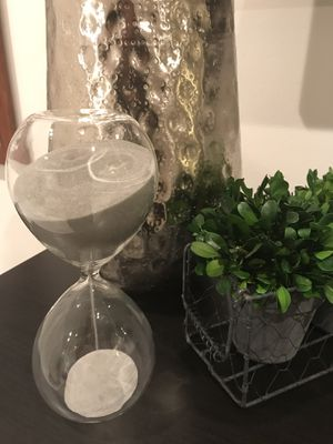 Pretty hourglass with grey sand. Beautiful on any coffee table or desk. Kids will love to flip them!! for Sale in Pembroke Pines, FL