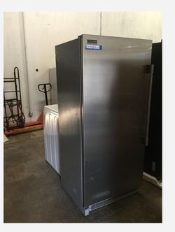 Frigidaire FPFU19F8RFC Professional Gallery 18.6 cu. ft. Upright Freezer in Stainless Steel Thumbnail