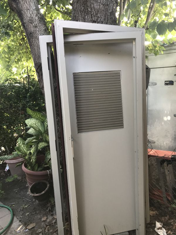 Puerta marcó de metal hoja de madera solidad for Sale in Miami, FL ...