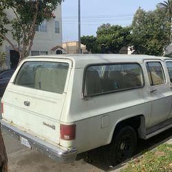 1987 Chevrolet R20 Suburban Thumbnail