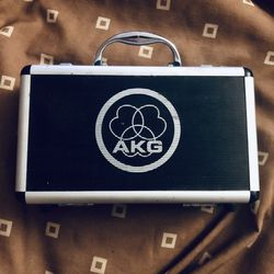 AKG C 1000 S Small Condenser Mic With Case Thumbnail