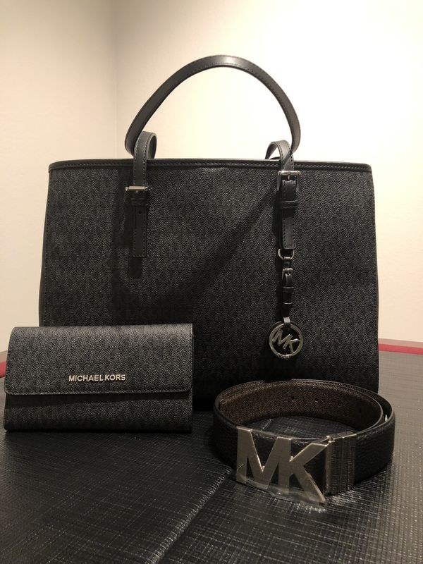 73b6f2a37b2f5 Michael Kors Jet Set east west large tote with wallet in signature black  and MK reversible belt xs. for Sale in Estero