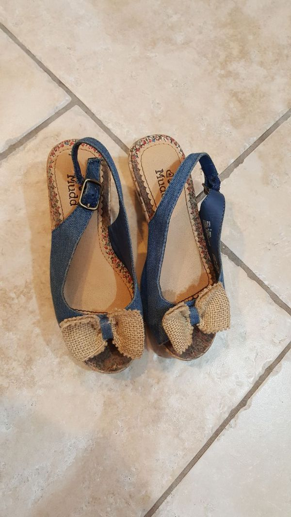 e7d1eae89c4a3 MUDD shoes girls size 1. Used normal wear for Sale in Chicago