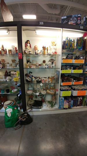 Photo Case number 306. Dealer number 304. Brass Armadillo West. Includes r a i k e s doll.