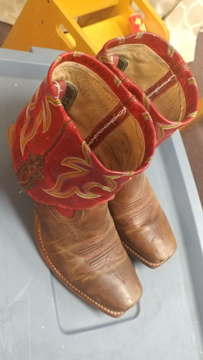 Cowgirl boots size 9B