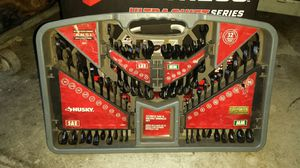 Photo Husky 32 piece wrench set & 81/2 size 9 Red back work boots