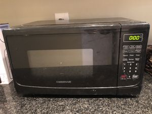 Farberware 700 Watt Microwave for Sale in Alexandria, VA