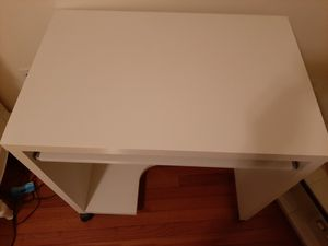 Photo White desk