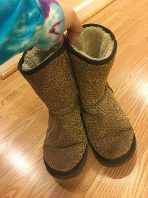 UGGS SIZE 8 for Sale in Centreville, VA