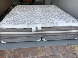 Photo Beautyrest Simmons pillowtop king size mattress and box spring