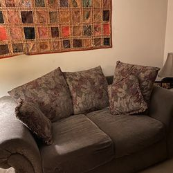 Couch/loveseat Thumbnail