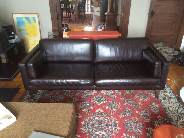 Used Casting Couch Fully Disinfected Ped Black Light Inspection Ikea Sater Dark Brown Leather Sofa Cincinnati