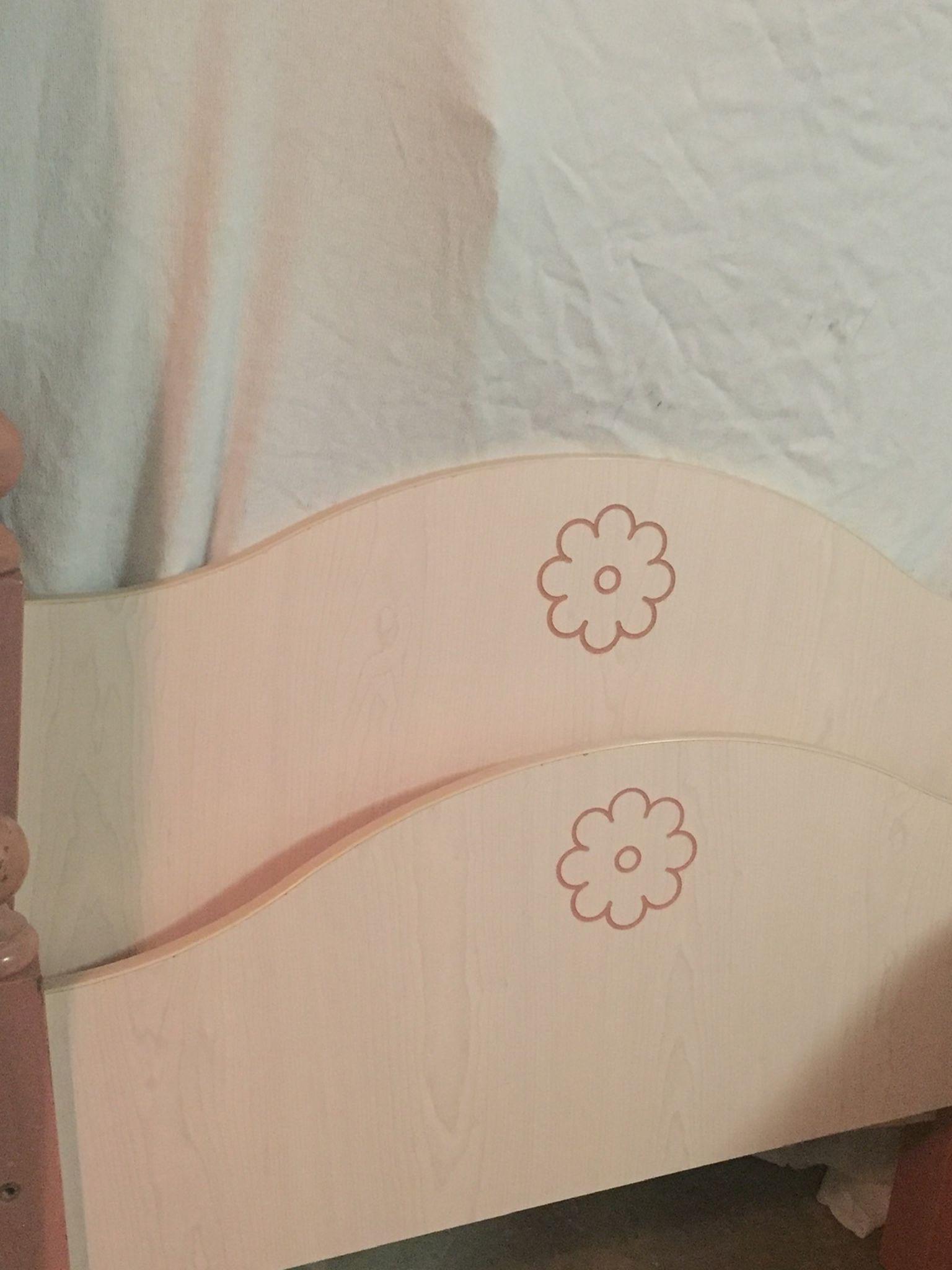Twin Bed 🛌 (no Mattress)