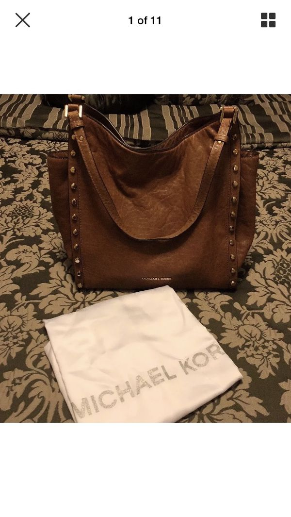 8940704bfb07 Michael Kors Newbury Studded Shoulder Bag for Sale in Queens