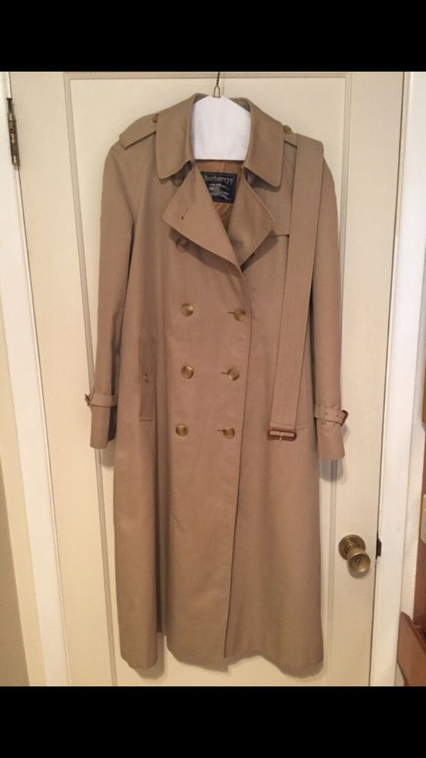 2effabe06 Vintage Women's Burberry Trench Coat for Sale in Beaverton, OR - OfferUp