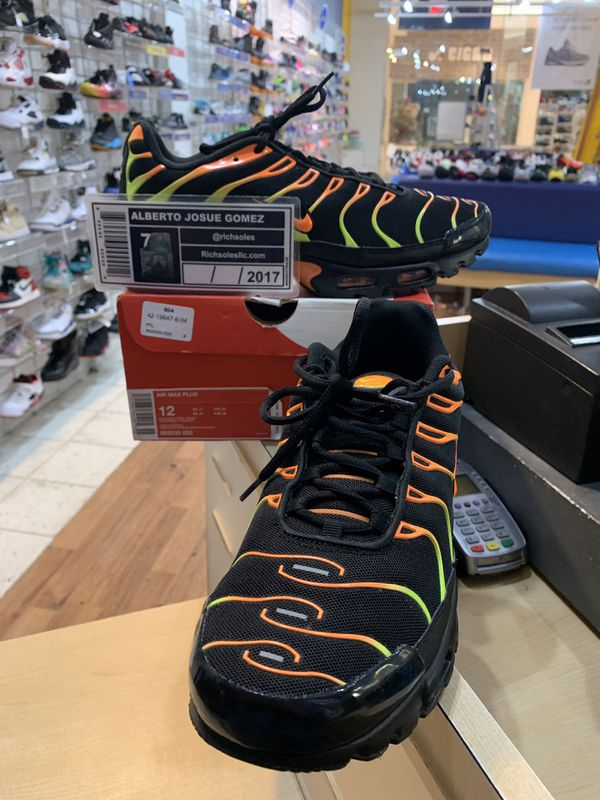 various colors 291a9 d1836 Nike Air Max Plus Black Volt Total Orange Size 12 for Sale in Wheaton, MD -  OfferUp