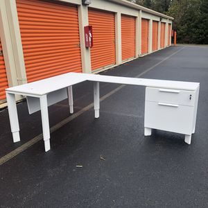 L-Shaped desk for Sale in Lake Ridge, VA